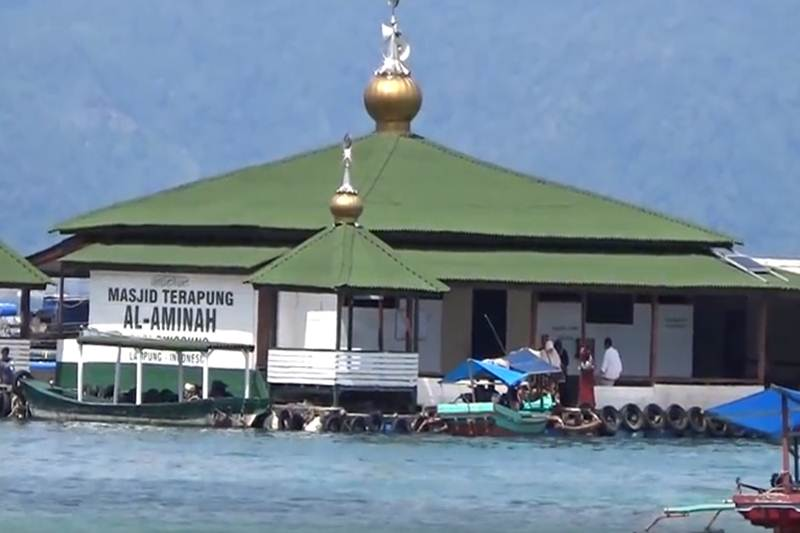 masjid terapung al-aminah pantai sari ringgung
