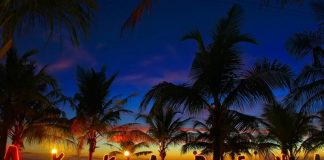 Pantai Akkarena malam hari