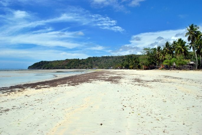 pantai-samboang-pasir-putih