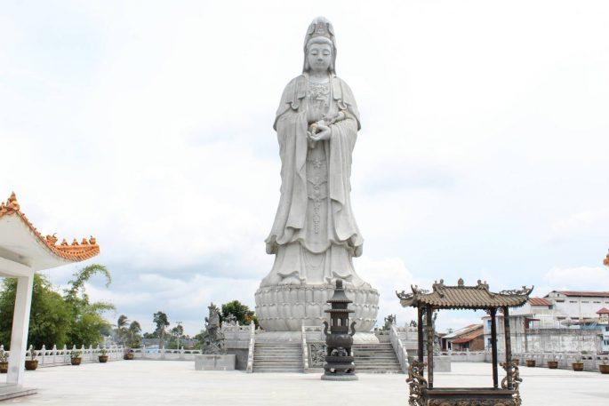 Patung Dwi Kwan Im