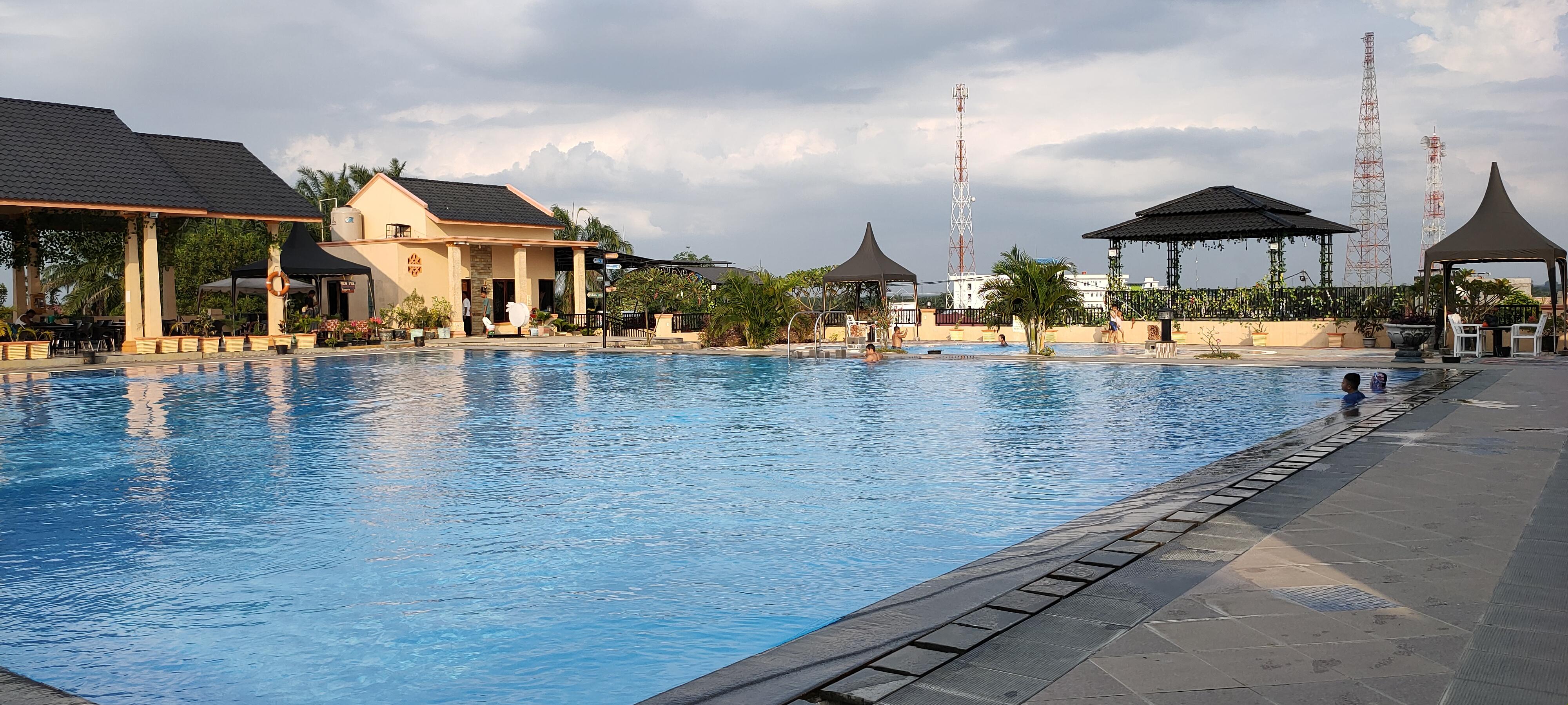 kolam renang Family Hill